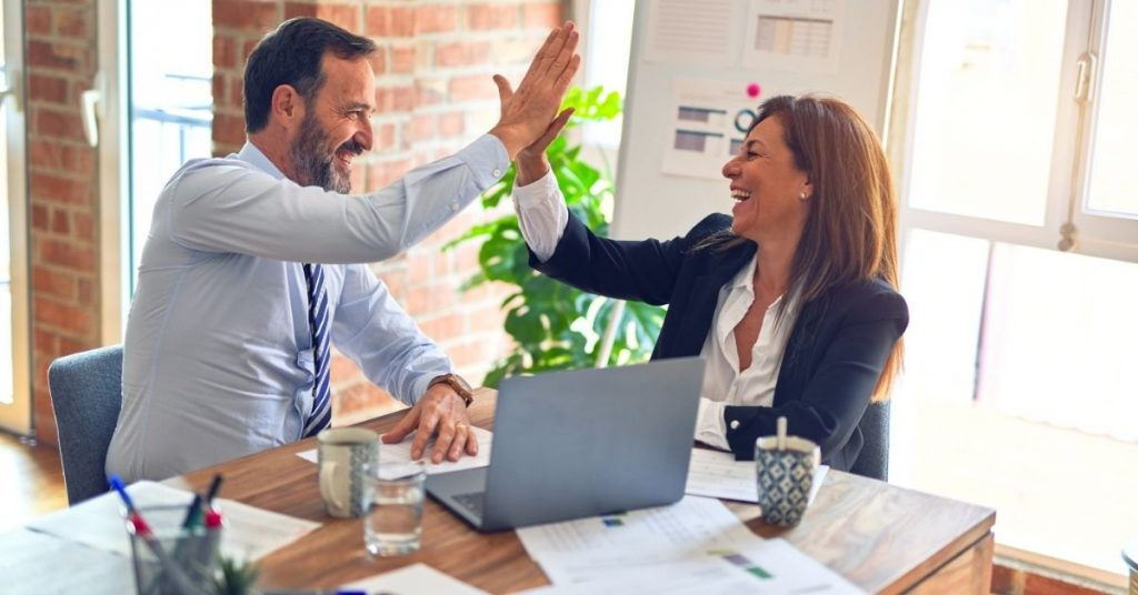 how much does an insurance agency owner make